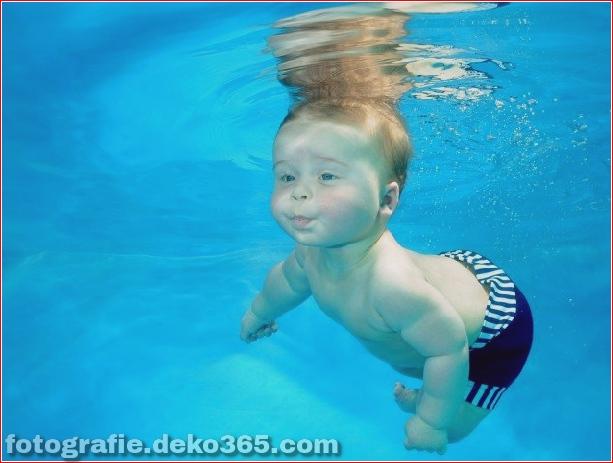 Babys schwimmen unter Wasser