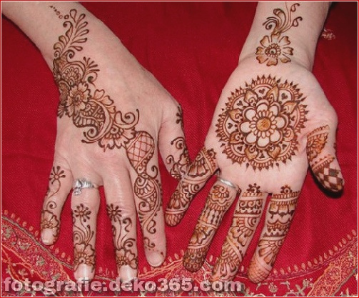 Berühmte asiatische Mehndi-Designs für Handfinger (1)