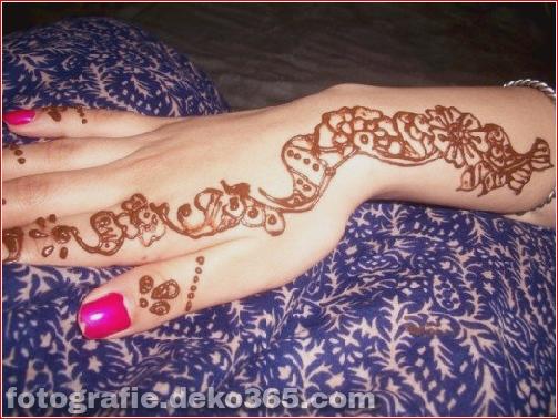 Berühmte asiatische Mehndi-Designs für Handfinger (18)