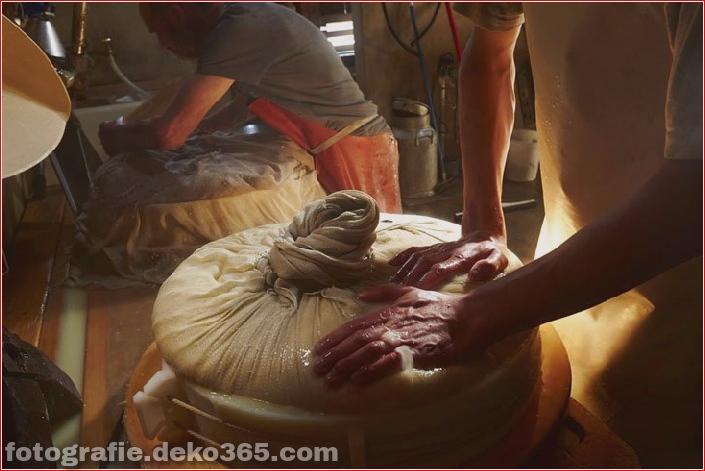 Schweizer Käsehersteller herstellen (11)