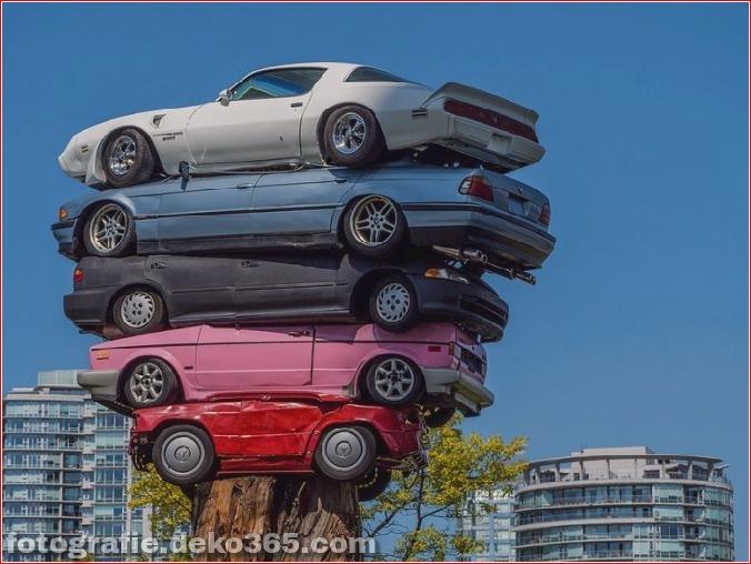 Die Kunst des Stapelns von Autos (1)
